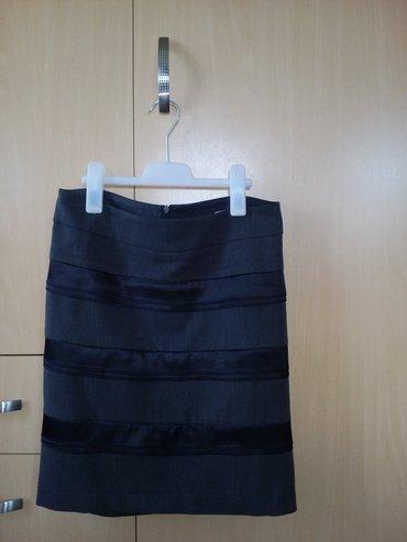Suknja-happening - Srbija: Happening suknja tamno siva sa crnim trakama od satena, odlično se