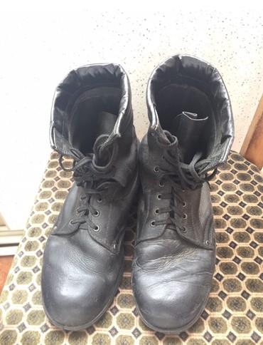 Bakı şəhərində Esger batinkasi 43-44 razmere olur 20-gun geyilib hec bir defekdi