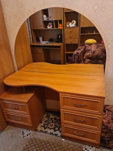 Продавец мебели - Кыргызстан: Туалетный столик в отличном состоянии