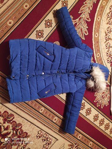 Личные вещи - Новопавловка: Продаю тёплую куртку (цвет электро) насыщенный синий. За 300 сом