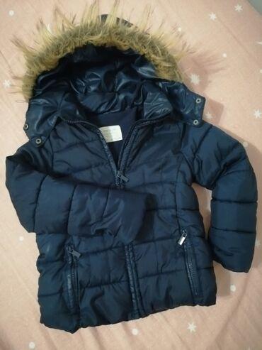 Ski jakna - Srbija: Zara Girls jakna 4/5(110) Kapuljaca se moze skinuti