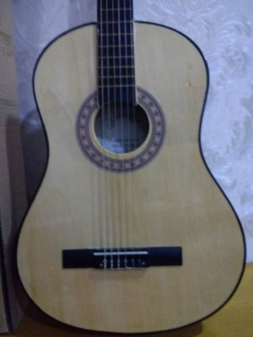 Bakı şəhərində Teze ,iwlenmemiw ,qutusunda 6simli gitara satilir.
