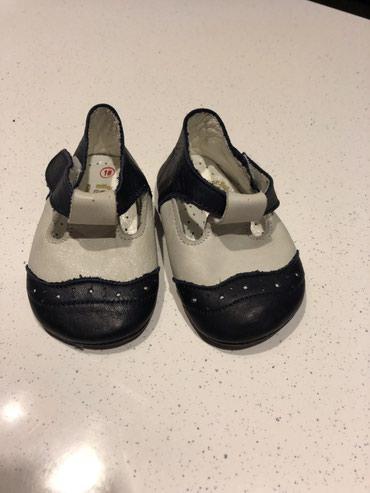 Uşaq ayaqqabıları Xırdalanda: Oglum ucun almisdim ayagina kicik oldu geyinilmeyib bir yasa qeder