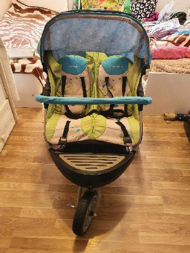 прогулочные коляски для двойни и тройни в Азербайджан: Коляска для двойняшек/погодок. В комплекте чехлы для зимы, насос для