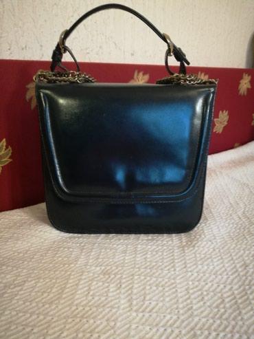 Prelepa torbica od čiste kože u teget boji u savršenom stanju - Krusevac