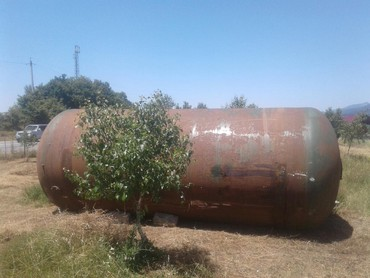 Бак для нагрева воды - Азербайджан: Su ceni satilir ici EMALLI ici tertemizdi 16 tonlug 2900azn