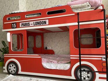 Детская мебель - Цвет: Красный - Бишкек: Продаётся двухъярусная кровать в виде автобуса, в отличном состоянии