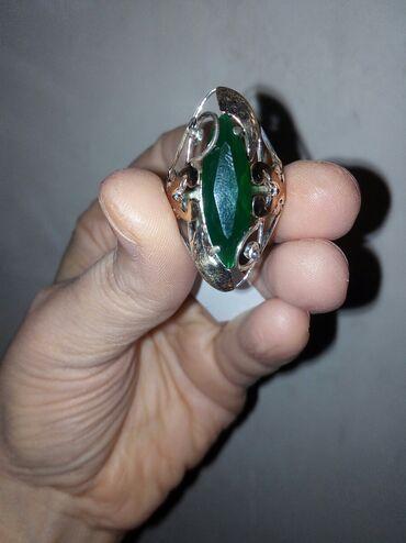 Серебро 925проба размер 19 камень зелёный 1500сом адаю