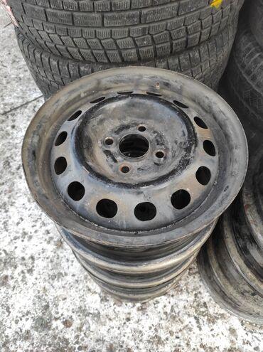 r14 диски в Кыргызстан: R14  Диски простые на фит хонда родные  Разболтовка 4х100