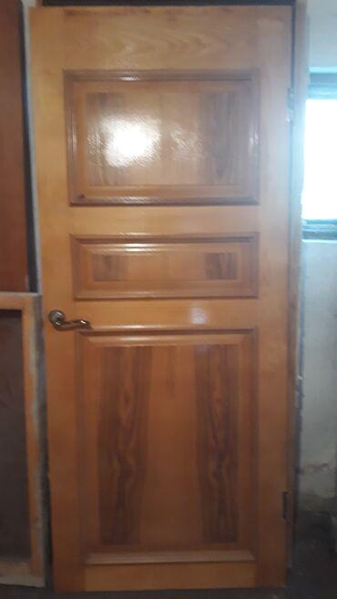 Продам деревянную дверь с коробкой хорошую