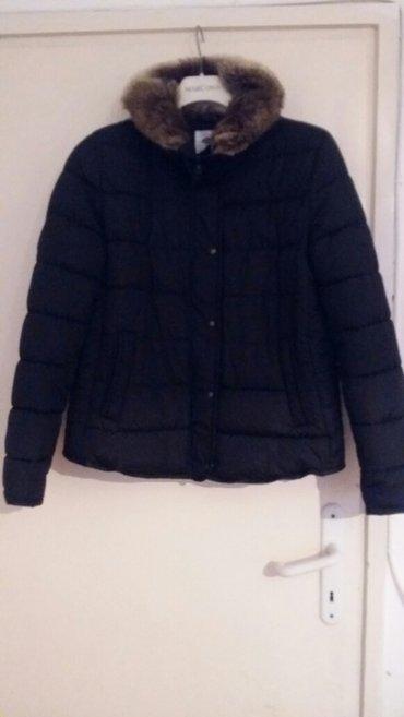 2000 rsd crna zimska jakna potpuno nova sa vestackim krznom oko vrata - Nis