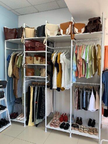 Стильные шляпы - Кыргызстан: Продаю открытую гардеробную в отличном состоянии. Смотрится очень стил