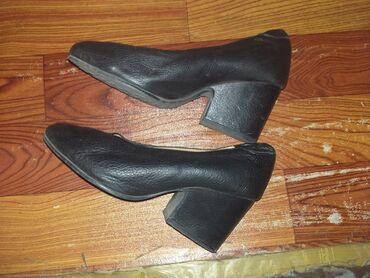 Хорошие Корейские туфли в хорошем состоянии торг возможен