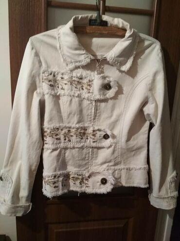 Бело -кремовый пиджак, осень - весна модныйматериал - джинсовый на