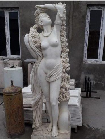 Bakı şəhərində İtalyan mərmərindən hazırlanan heykəl. Hündürlüyü 1.70