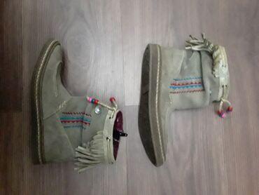 Продаю в очень хорошем состоянии замшевые деми-ботинки, размер 31