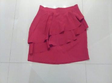 Boja-crvena - Srbija: Suknja H&M novo velicina 38 crvena boja