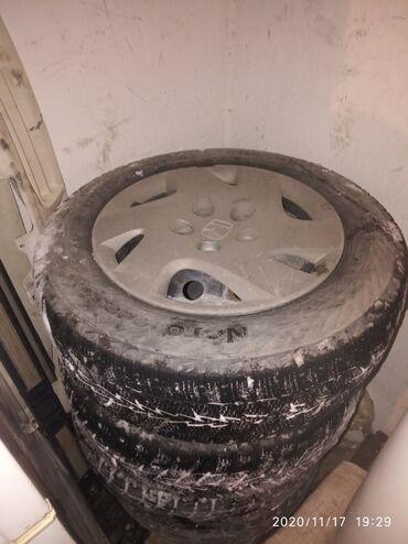 железные диски r14 в Кыргызстан: Продаю железный диска с колпаками родной R14 и шинами на стриим