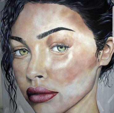 Τεράστιο πρόσωπο κοπέλας σε πινακα 100 x100cm ζωγραφισμένος με
