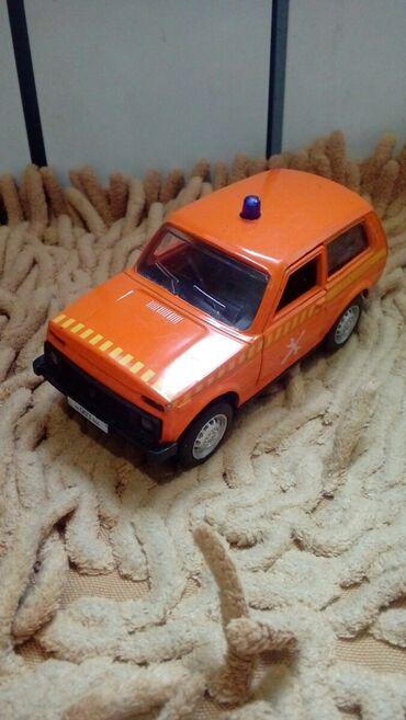 продажа номеров авто бишкек в Кыргызстан: Продаю две колекционых модели нива автосервис 200сом уаз пожарный 200с