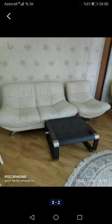 yazi stolu - Azərbaycan: Divan kreslo ve yazi stolu tezedir cox yaxsi veziyetdedir taninmis
