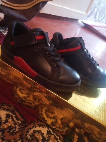 Две обуви за 600с,черный с красным почти новый -совеноксиний с