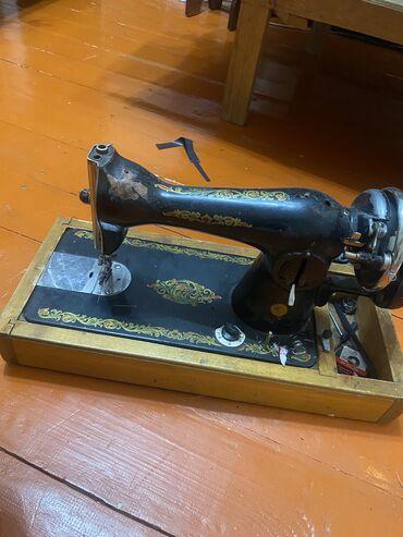 Продаю раритет швейная машина без крышки 2500 сом перекупщики не звони