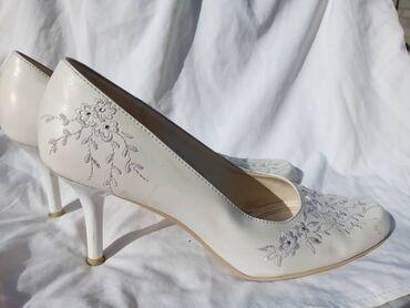 Белый кожанный туфли италянский 38-39