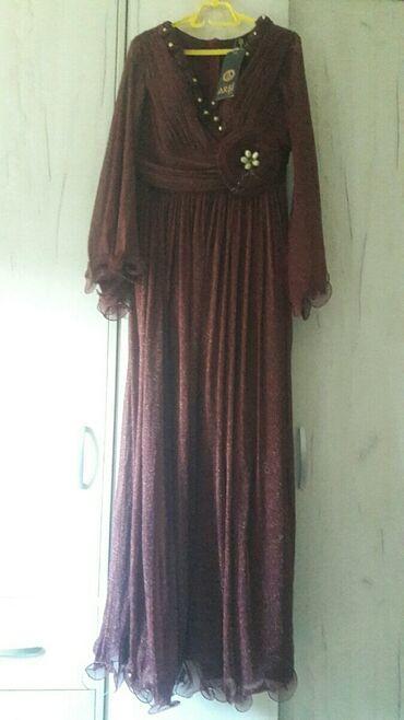 Prodajem haljinu vel xl. koja je malo rastegljiva pa moze biti vel i