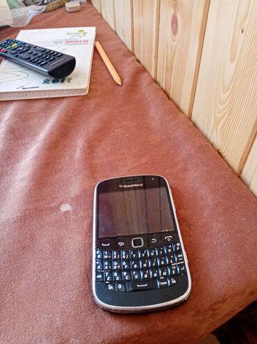 9900 - Azərbaycan: Blackberry 9900 bold. Satılır. Barter var sade köhnə Nokialarnan
