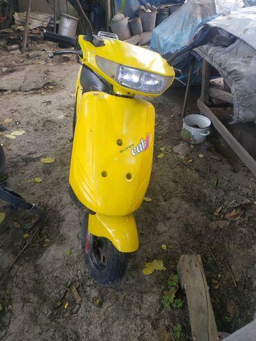 Мотоциклы и мопеды - Кыргызстан: Жёлтый скутер в отл. Состоянии. На ходу всё работаетвесь пластик