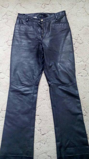 мужские черные брюки в Кыргызстан: Брюки кожаные цвет черный. посадка средняя. Длина брюк по боковому шву