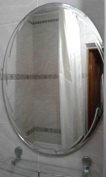 Зеркало овальное 78-60. В комплекте стеклянная полка. Состояние