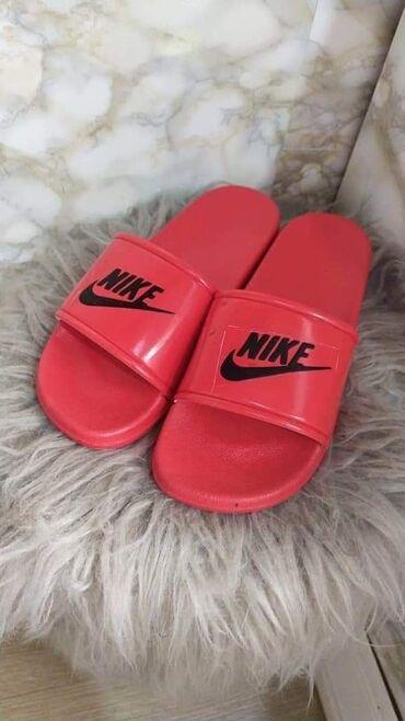 Papuce Nike broj 38 i 39  Zute broj 38 Cena: 1300 dinara