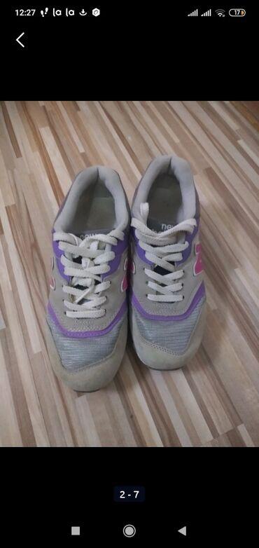 Кроссовки фирменные, размер 36. Покупала в Америке. Дочь носила