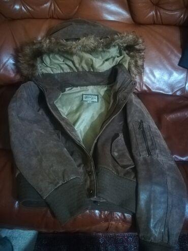 Kozna jakna u extra stanju. Krzno sa kapuljace moze da se skida