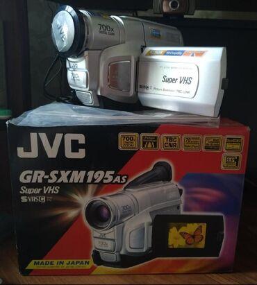 Продаю новую кассетную видеокамеру с полным комплектом