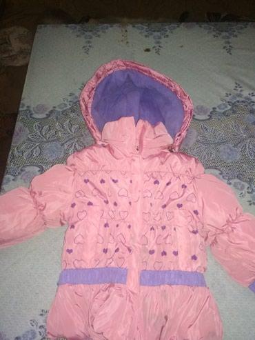 Верхняя одежда в Сокулук: Зимняя куртка на девочку 3_4 годика  Очень тёплая
