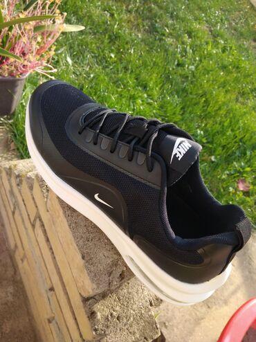 Povoljno - Srbija: Predobre Nike patike Veoma udobne i lagane Ostali brojevi 46 Veoma pov