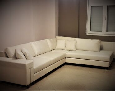 Γωνιακός καναπές.Διαστάσεις: 3x2.5μ.Χρώμα κρεμ (η πραγματική απόχρωση
