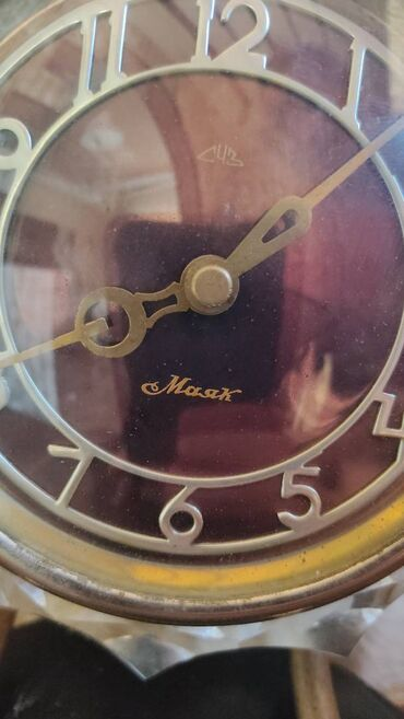 Salam, Mayak saatı satilir. Qədmi ve orijinaldır.Mexanikidir. Qiymətdə