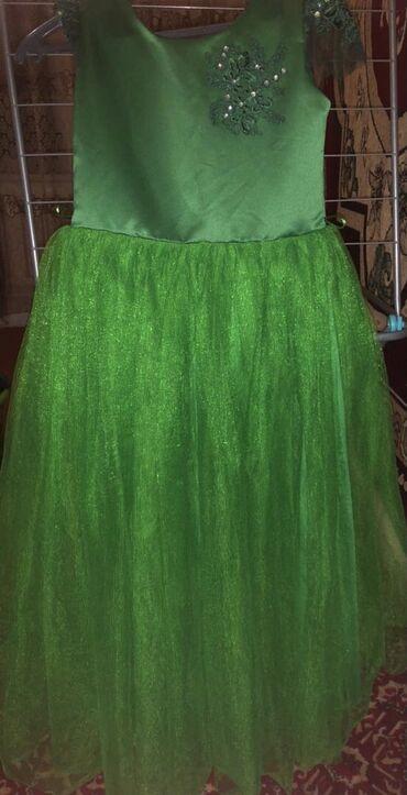 Продаю платье  Одевалось 1 раз на 2 часа Очень красивое На 9-10 лет