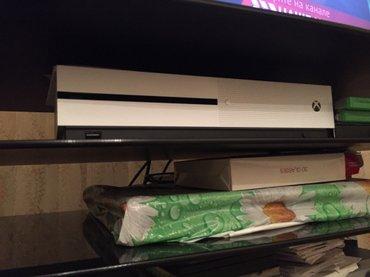 Bakı şəhərində  Xbox one s,təzə,original,oyunla və qeympadla bir yerdə gedir