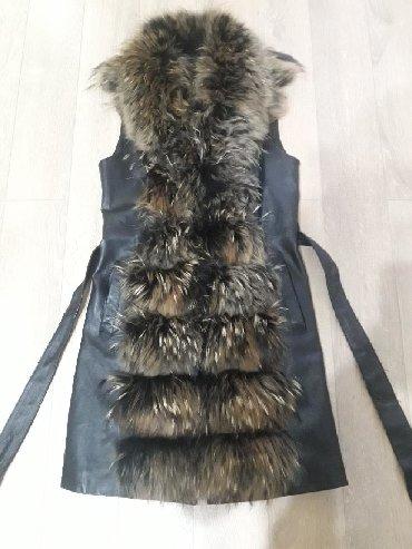 жилет лиса в Кыргызстан: Продаю кожаный,меховой жилет. Мех лиса. Размер s,m. Состояние
