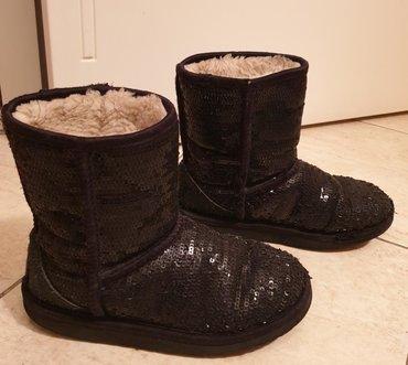 Ugg original cizme sa hologramom. Crne sa sljokicama. Broj 33