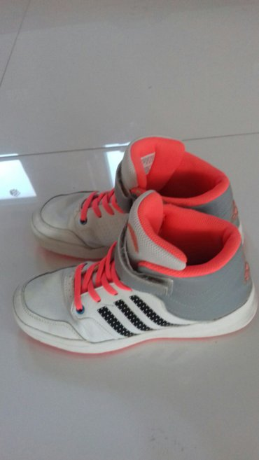 Adidas original patike bez ostecenja malo nošene 34 br - Novi Pazar