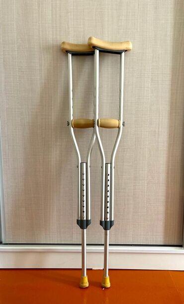 Ходунки, костыли, трости, роллаторы - Кыргызстан: Продаю костыли на рост до 155 см, (подростковый) пользовались не долго