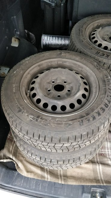 железные диски с зимней резиной 195/65r15 toyota 5 дырые, ipsum mark2  в Бишкек
