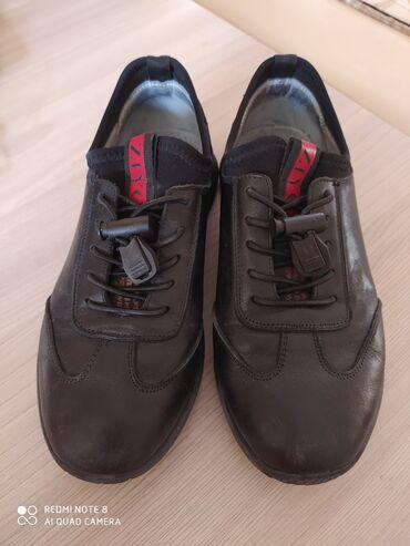 Продам туфли-кроссы кожанные на мальчика лет 7-8. В отличном