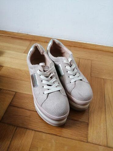 Ženska patike i atletske cipele | Smederevo: Patike sa platformom broj 37. Kupljene u Novoccentu. Imaju neke sitne